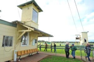 Narrandera hosts a meeting on Saturday.