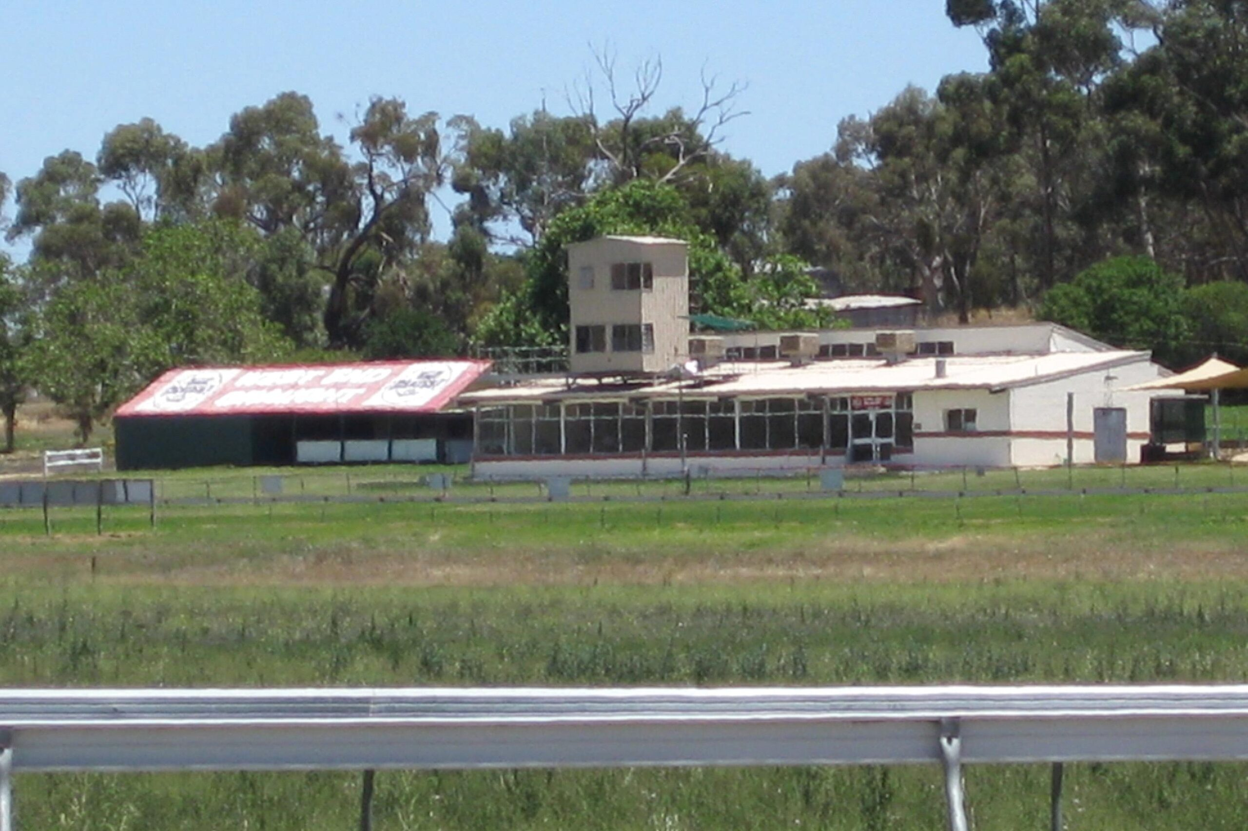 Clare Racecourse will host a meeting on Easter Saturday.