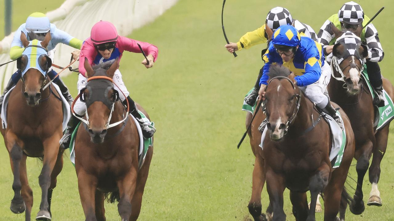 Archedemus (cerise) fights back to defeat Dawn Passage in The Gong. Picture: Getty Images