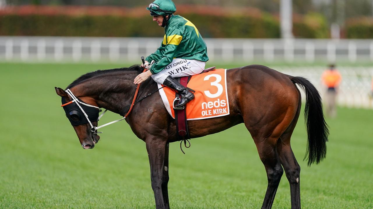 William Pike returns to the mounting yard aboard Ole Kirk. Racing Photos via Getty Images