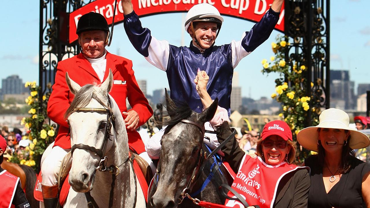 Former Flemington clerk of the course John Patterson leading in the 2007 winner Efficient during his five decades leading in Melbourne Cup winners. Picture: Getty Images