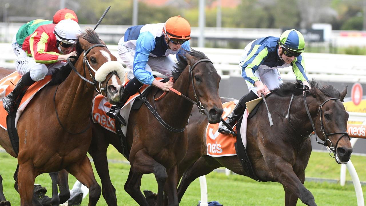 Duais (middle) runs down Floating Artist (right) in the Coongy Cup. Picture: Getty Images